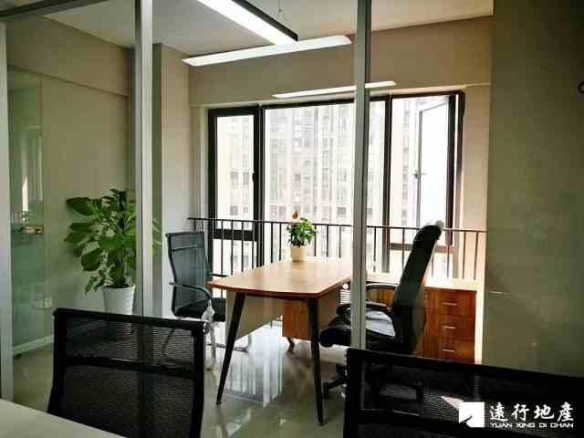 蓝润精装小面积带家具 高层视野采光好 地铁口